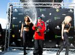 B&E 2014 - DAY 2- prize giving & sign session-candide thovex - best viewers - David Malacrida -  LR.jpg